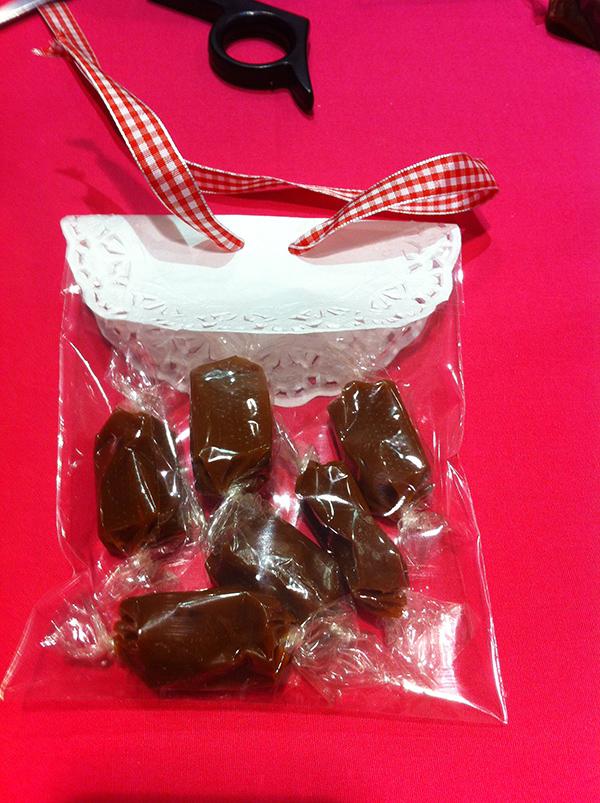 DIY cadeau d'invité pochette bonbons par Violette & Berlingot candy Bar et Sweet Table Lyon